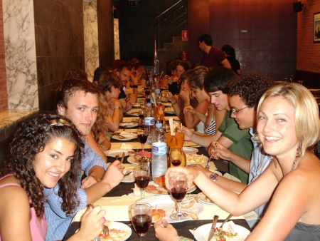 Meet international students of Spanish over tapas in the evening
